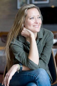 Catherine Wachter Headshot